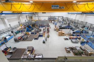 Blick in eine der Produktionshallen von FKT