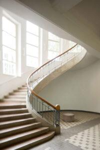 Treppenhaus in der Bauhaus Universität Weimar.