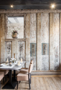 Historische Bohlenwand im Restaurant Zur Sonne