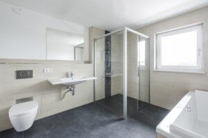Bad im Mehrfamilienhaus mit Servicewohnen Haus 2